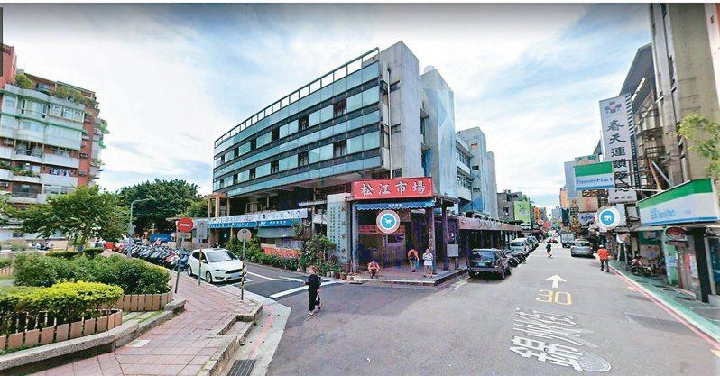 台北市松江市場位處中山區熱鬧商圈,生活機能完善,周邊住宅平均每坪成交價約59.3萬元,相對親民,吸引自住客進駐。(本報系資料庫)