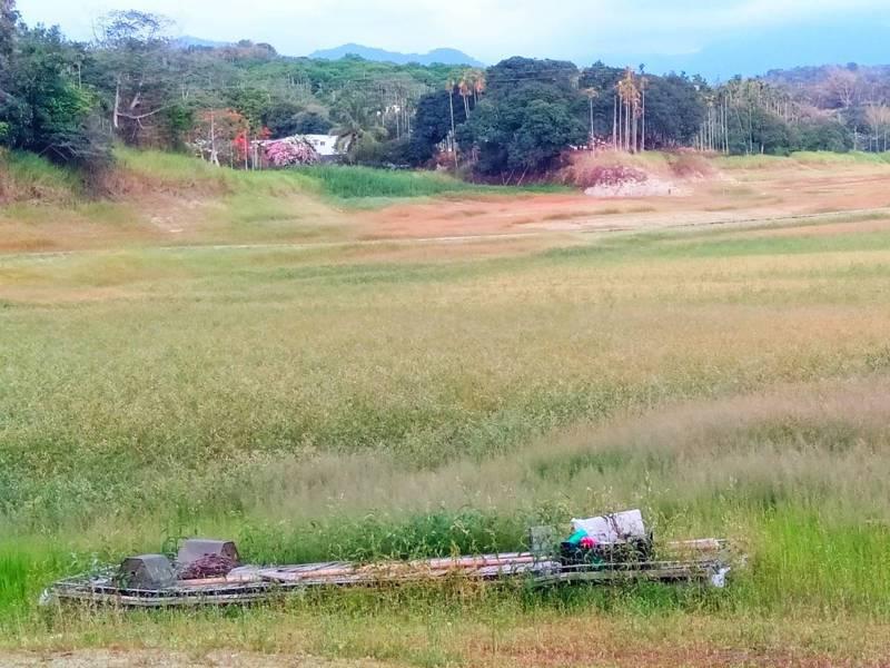 枯旱嚴重加仁義潭清淤,部分淹沒區庫底聚落遺跡浮現。圖/讀者提供