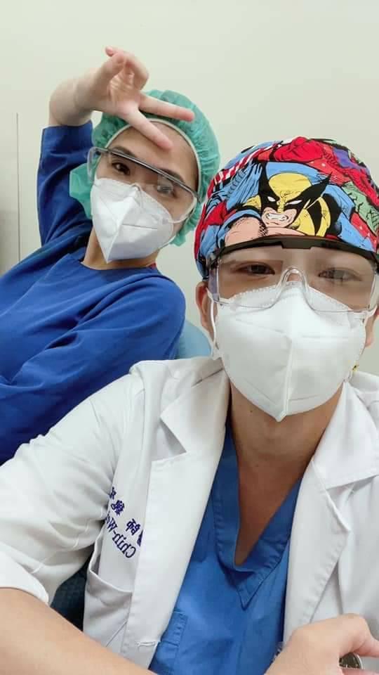 童綜合醫院急診部主任魏智偉拚防疫,30小時未闔眼沒回家。圖/取自魏智偉臉書