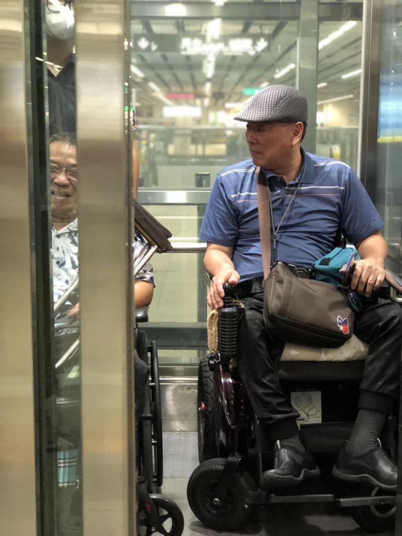 輪椅族、台灣身心障礙人權監督聯盟理事長張學恒說,防疫期間想使用無障礙廁所更難尋,出門會自備尿袋應急使用,或找派出所等公部門借廁所,被拒絕機會較低。本報資料照片