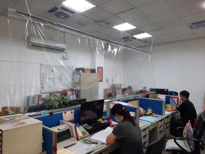 台中市清水警分局自製防疫影片,說明分局分流辦公。圖/警方提供