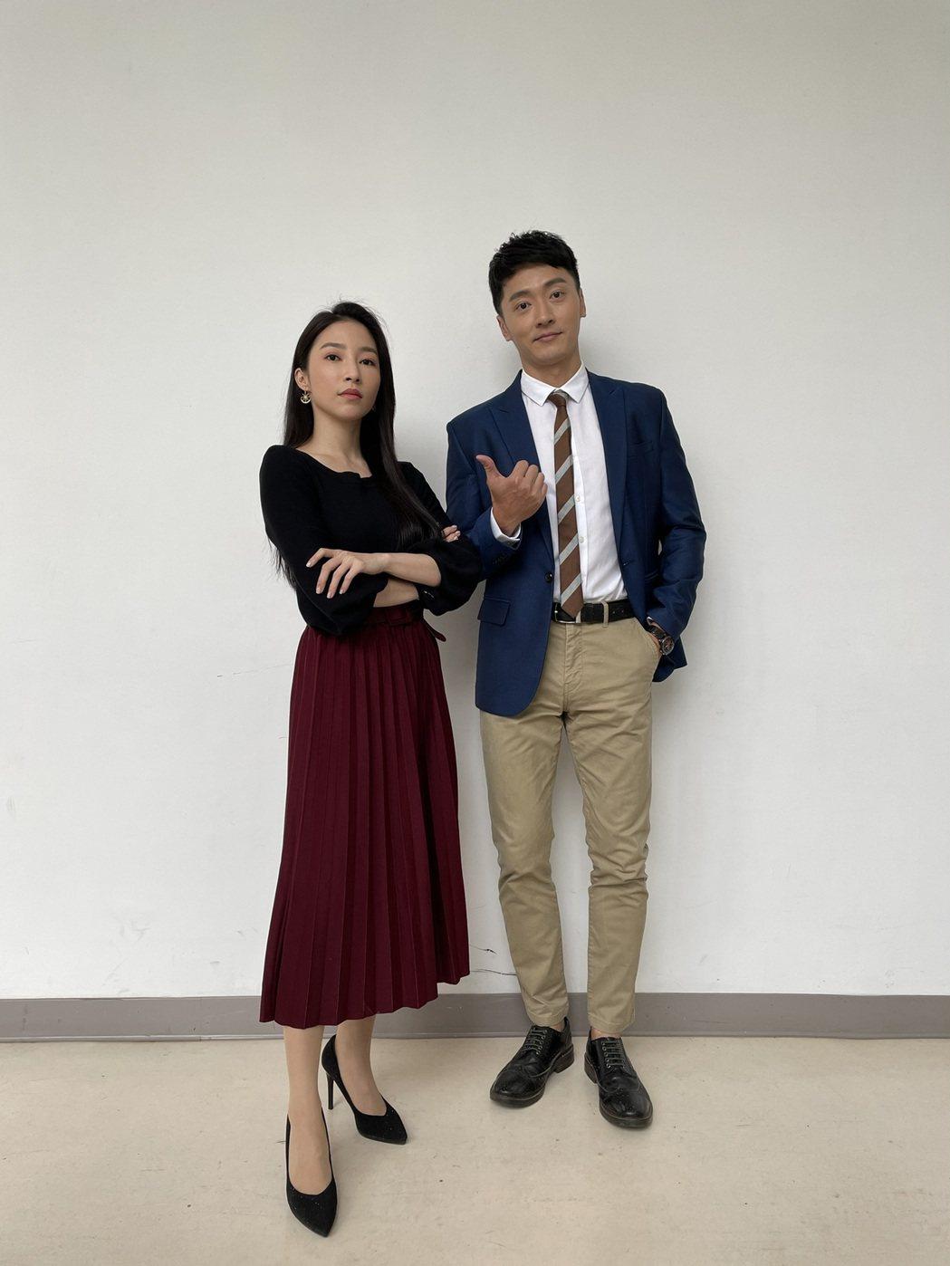 馬俊麟(右)、張家瑋在「多情城市」戲中有感情戲。圖/民視提供