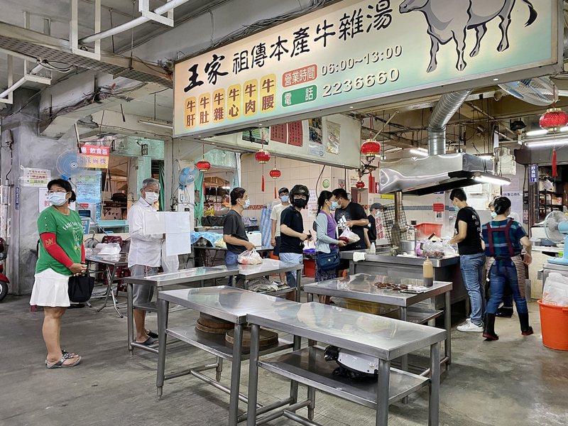 嘉義市政府前天禁止傳統市場內用,今天宣布即日起所有餐飲業者禁止內用。圖/嘉市府提供