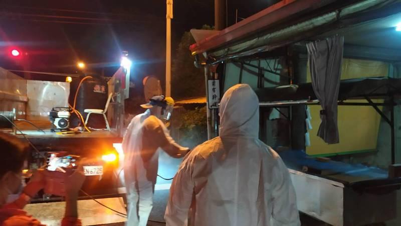 雲林縣今天新增2例個案,地方公所清潔隊皆已針對足跡所到之處加強清消。圖/雲林縣政府提供