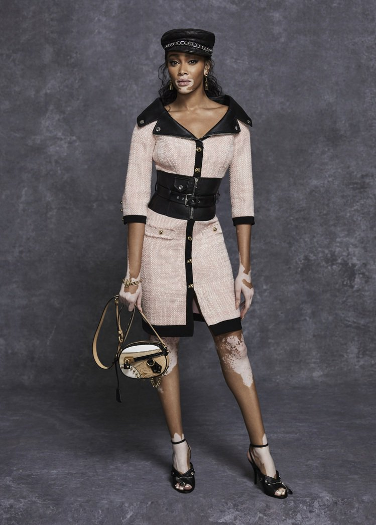 Moschino早秋系列也有不少開衩裙單品。圖/Moschino提供
