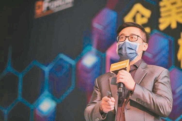 鈺祥企業銷售處長孔維國發表「5G世代綠色機房-商業模式與解決方案」。鈺祥企...