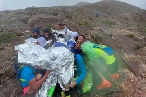 央視網在文章中指甘肅省的馬拉松事故導致21人死亡,極為罕見。(新浪微博圖片)