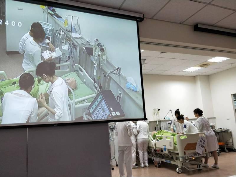 「急重症情境模擬教室」培育專技人才。圖/輔英科技大學提供