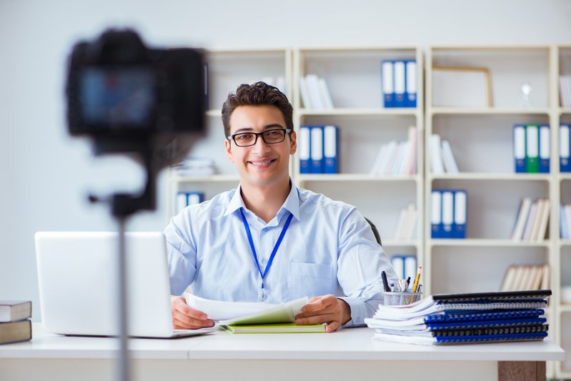 由於疫情影響,視訊面試越來越普遍。而在視訊面試中,有許多需要注意的地方。圖片來源/ingimage