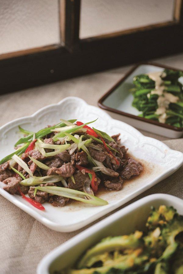 豬、牛、雞、鴨、甚至是海鮮,都是很好的蛋白質來源,建議大家一餐至少要有一份肉類的...