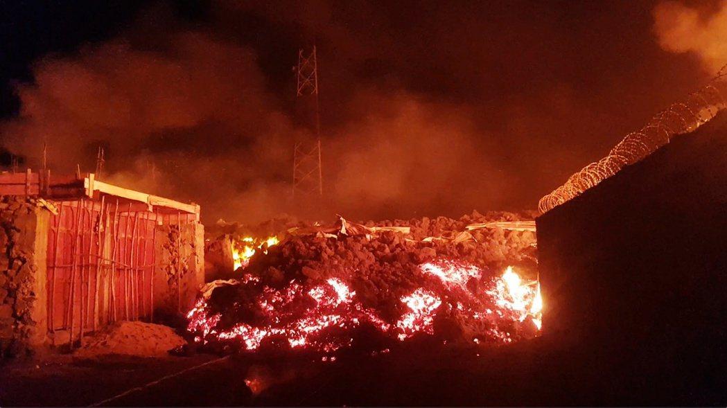 剛果東境、北基伏省的尼拉貢戈火山(Mount Nyiragongo),上周六突然...