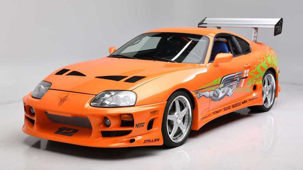 橘紅色的Toyota Supra是保羅沃克經典戰車之一。 摘自Barrett-J...
