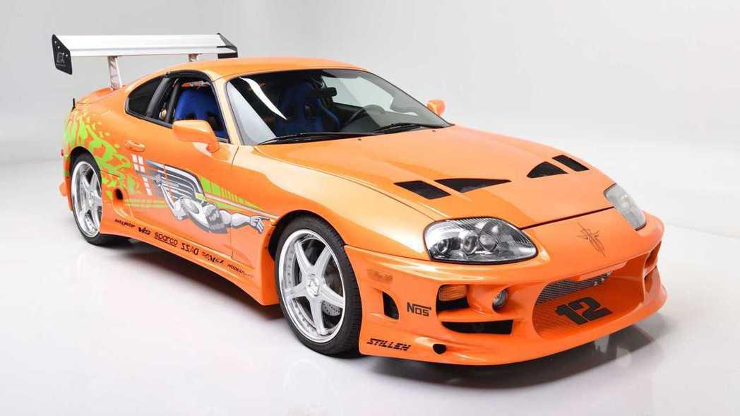 這輛Toyota Supra道具車在外觀上也做了許多改裝。 摘自Barrett-...