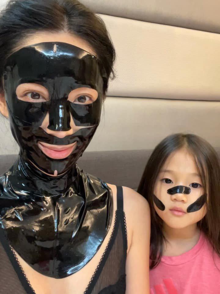 隋棠與女兒Lucy。圖/擷自臉書