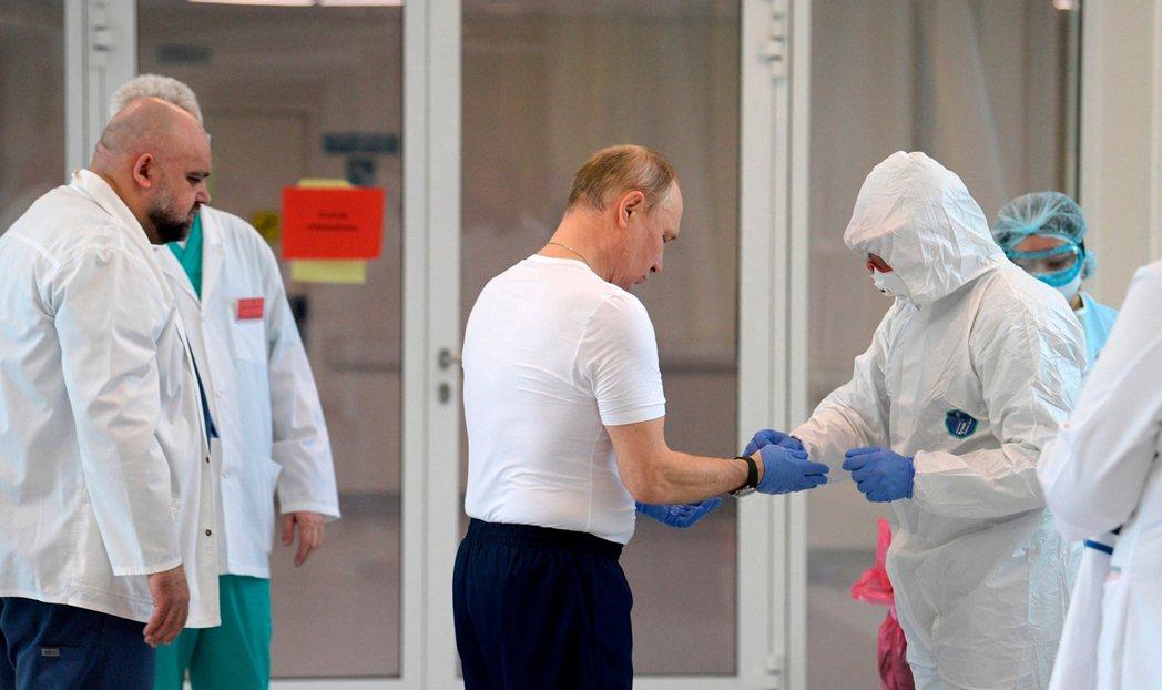 圖/美聯社:「mRNA疫苗技術,難保不會被中俄搶佔成果!」這是美國專利派的現實論...