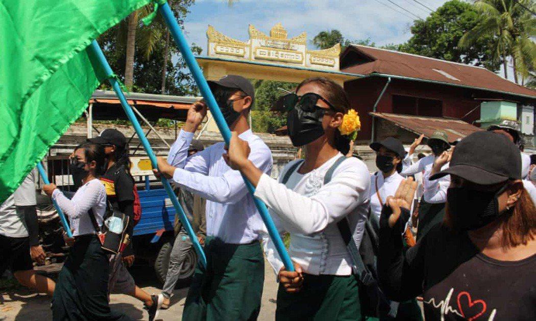 緬甸軍方發動政變奪權迄今已逾4個月,不少人紛紛罷工、罷課表達強烈不滿,日前緬甸教...