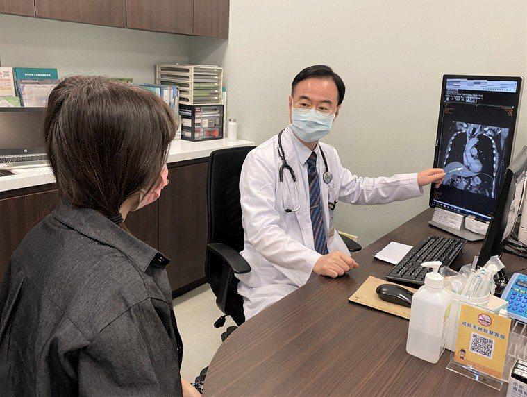 台中市長安醫院胸腔內科醫師許人文提醒,肺癌病患一定要持續與醫師保持聯繫,除非醫生...