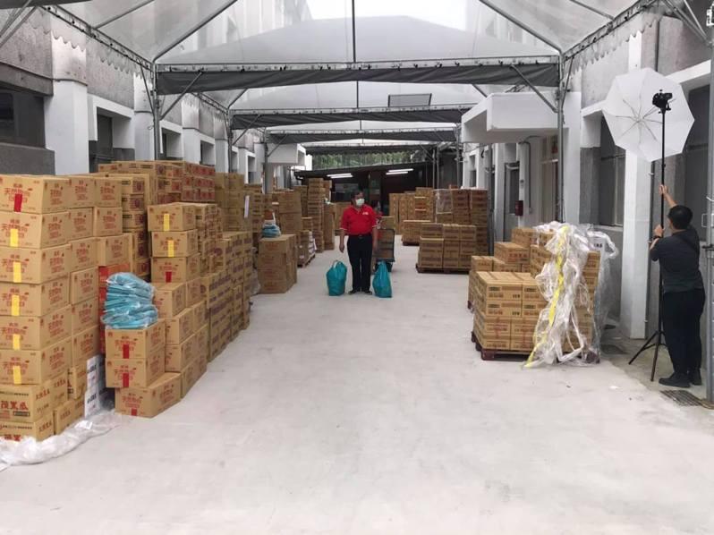 方荷生表示,此次食物包由食物銀行有南機場及臻佶食物兩家銀行合作。圖/摘自方荷生臉書