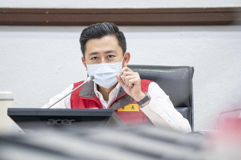 林智堅今開防疫會議,他宣布全市餐廳、早餐店、美食街等明起禁止內用,僅供外帶。圖/新竹市政府提供