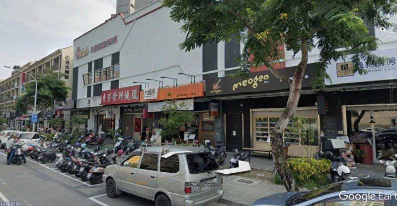 高雄美術館附近有一條雲集韓國烤肉餐館的大街。圖/取自GOOGLE EARTH