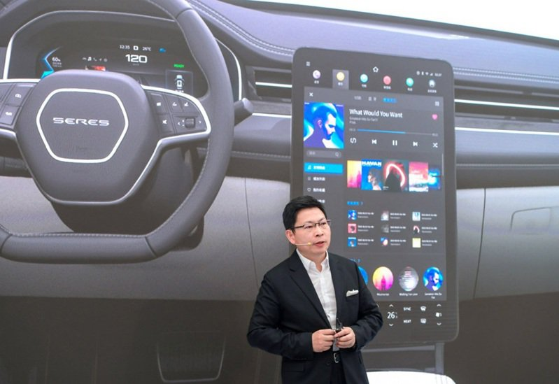 華為消費者業務CEO余承東日前表示,賣車是唯一能彌補華為手機銷量的產品。騰訊科技