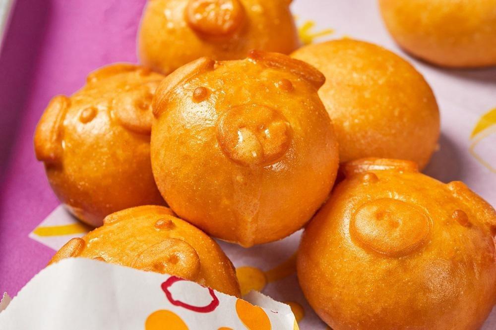 阿緯和頂呱呱合作,推出聯名的限量呱呱豬仔包。圖/緯豆公司提供