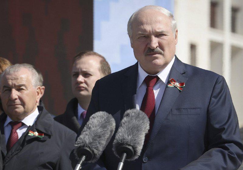 盧卡申科有「歐洲最後的獨裁者」之稱,為了鎮壓反對派竟做出派戰機攔截民航機的驚人之舉。美聯社