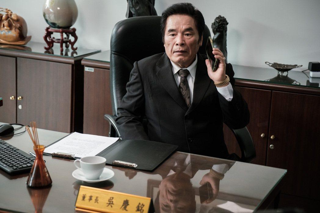 雷洪在新戲「日蝕遊戲」飾演一家企業董事長。圖/民視提供