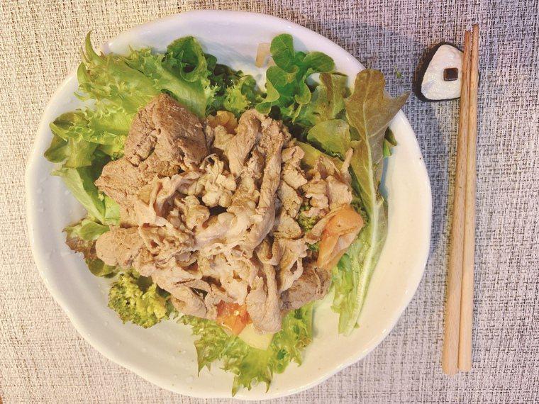 「低醣時蔬牛肉料理」15分鐘上菜。圖/劉怡里提供
