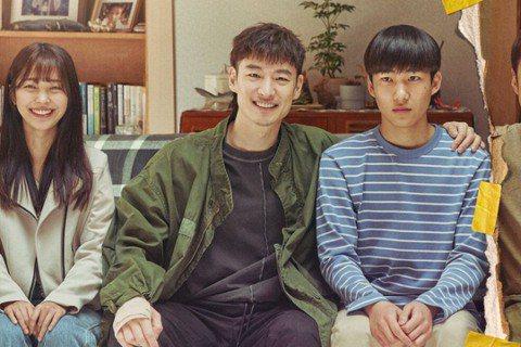 韓劇《我是遺物整理師》透過整理亡者遺物,帶觀眾看見韓國各個層面的社會議題,網路討...