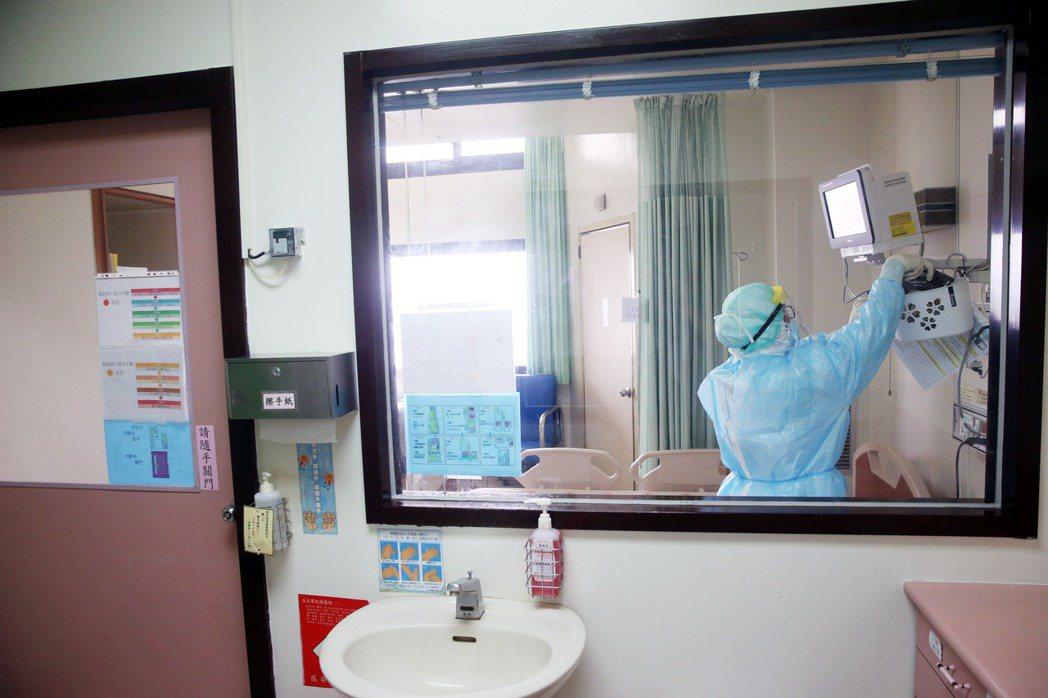 雙北區域內,可供重症患者入住的負壓隔離病房僅剩28床。(報系資料照)