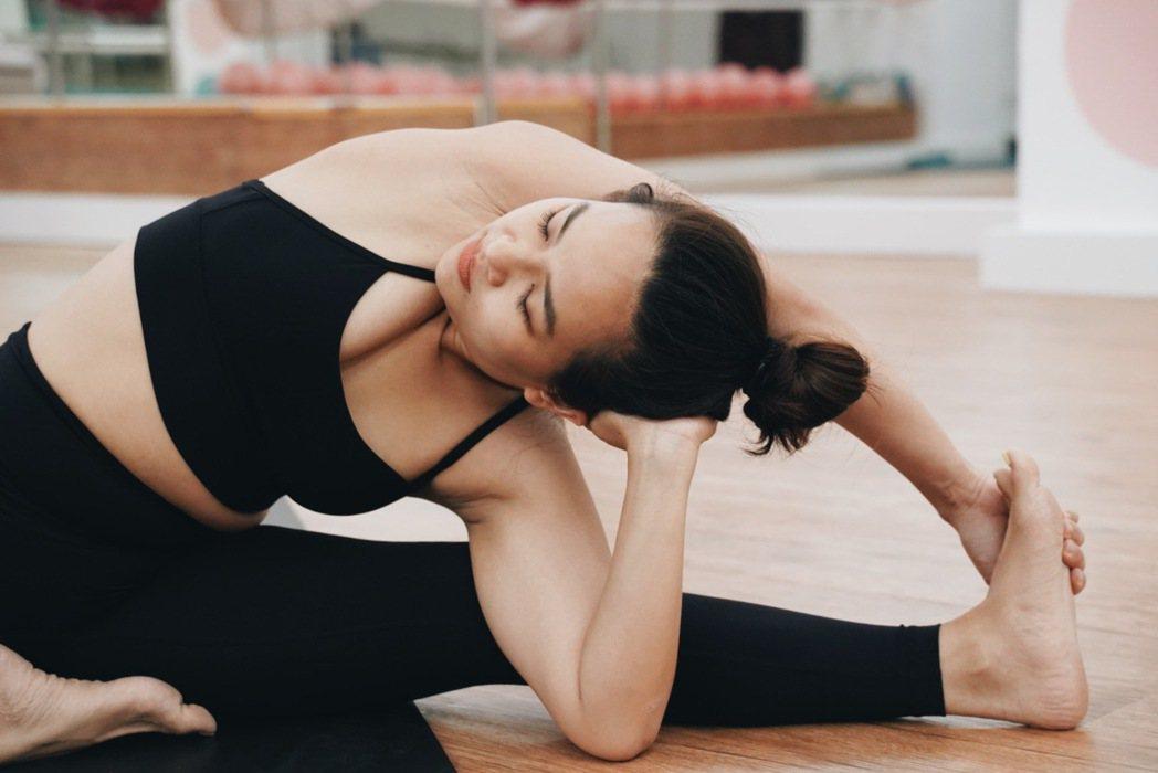 在瑜伽和冥想中,Crystal學到一件事:把節奏放慢,才能夠真正享受人生。 圖/...