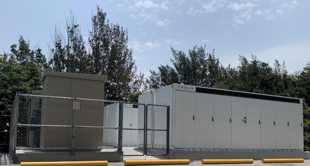 翰可國際位於彰濱地區之AFC 5MW/10MWh儲能系統正式啟用,採用TESLA...
