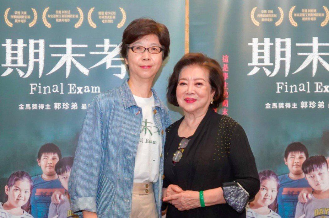 國片「期末考」由導演郭珍弟(左)執導,由於疫情延燒,宣布延後6月初上映檔期,預計