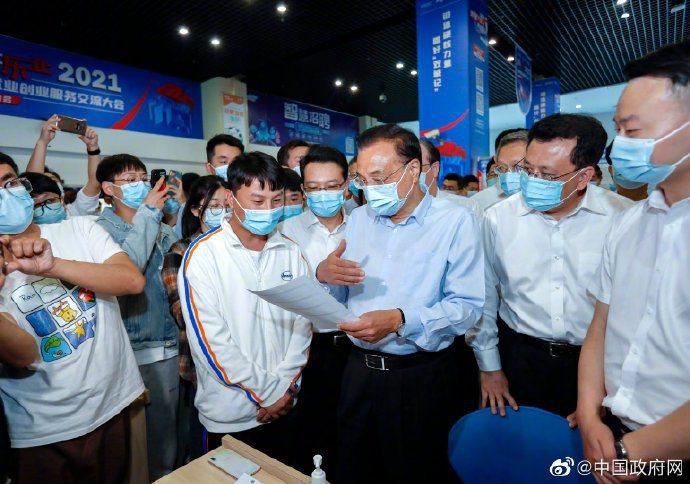 大陸總理李克強考察寧波,談到大陸「靈活就業」達2億多人。中國政府網
