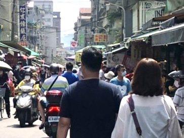 文山區的木新市場外,每一天都人潮聚集。圖/王欣儀提供