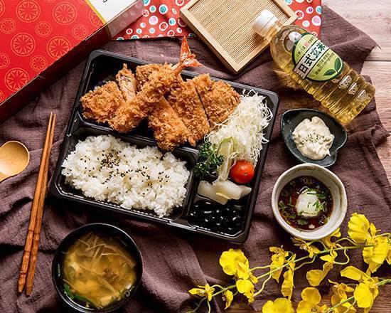 勝博殿豪華海鮮雞排便當推薦價285元(台北信義新天地)。圖/新光三越提供