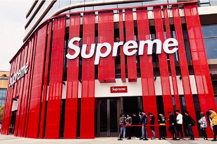 Supreme品牌目前只在美國、加拿大、日本等少數國家開店,明年有望進軍大陸市場。界面新聞