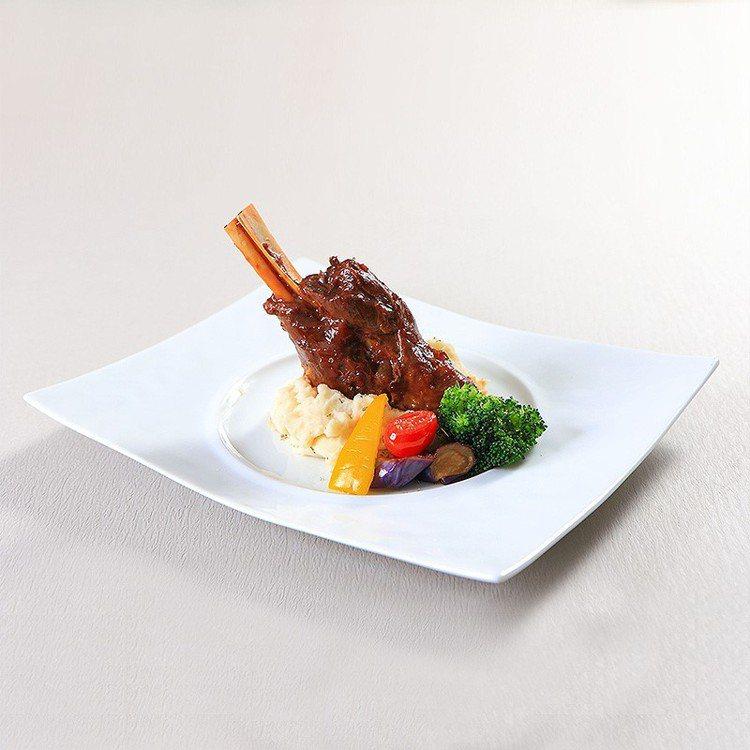 「蒜味紅酒羊膝」在家不易做,透過冷凍宅配,在家也可以想吃就吃。每份360元。圖/...