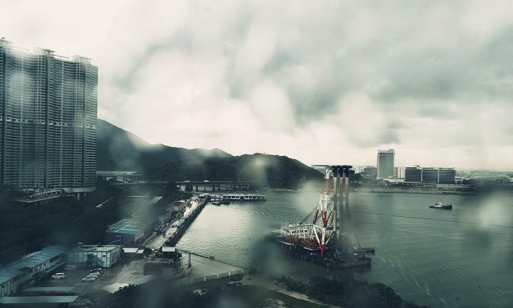 黃秋生貼出香港雨景。圖/摘自臉書