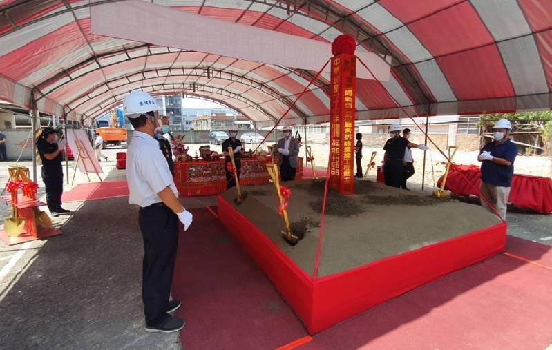 新埔警分局重建工程最快明年10月就能完成,預計明年底能正式服務民眾。圖/新埔警分局提供
