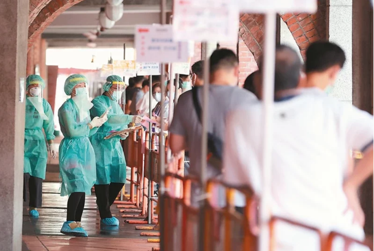 新冠肺炎疫情蔓延,各地廣設篩檢站。圖/本報資料照