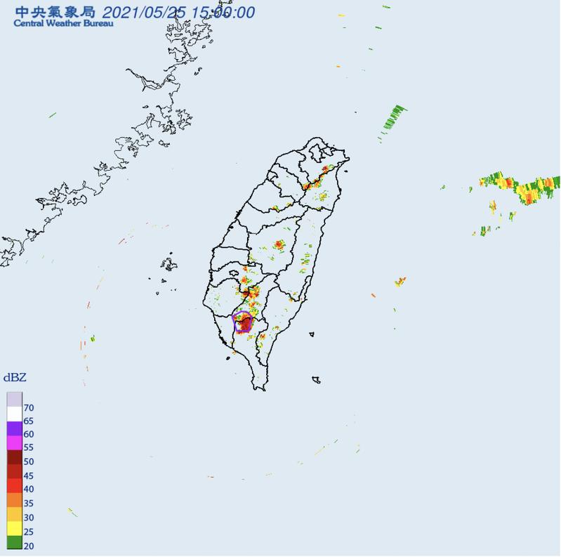 氣象局針對「高雄市、屏東縣」發布大雷雨即時訊息,持續時間至16時15分止。圖/氣象局提供