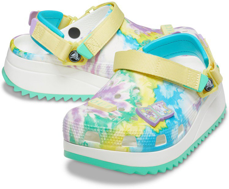 CROCS渲染印花HIKER克駱格涼鞋2,580元。圖/CROCS提供
