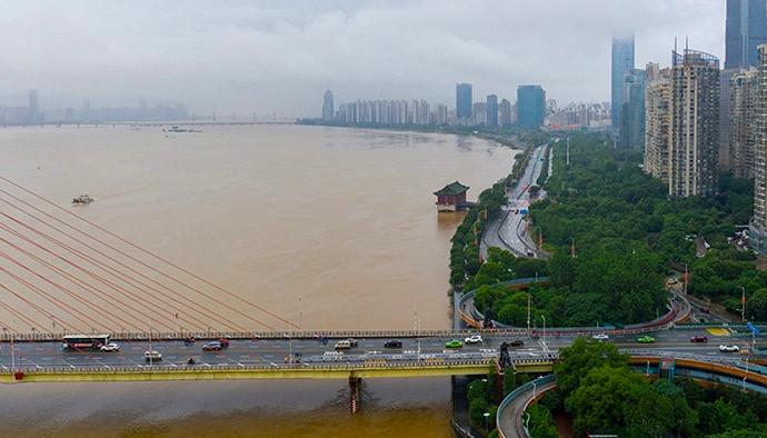 今年5月11日以來,大陸南方發生多次強降雨過程。湖南、江西、浙江、福建、廣東、廣西等九省市,有79條河流發生超警(超過警戒水位)洪水。圖/視覺中國網
