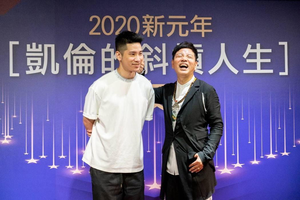 陳凱倫(右)很疼兒子陳銳。圖/摘自臉書