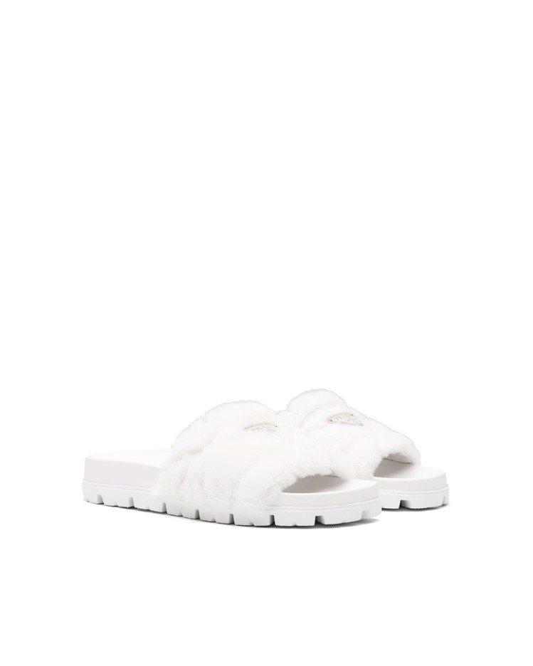 白色縫線裝飾羊絨皮拖鞋,30,000元。圖/Prada提供