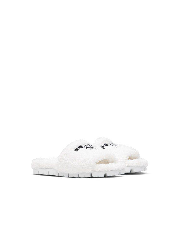 白色毛圈紗拖鞋,27,500元。圖/Prada提供