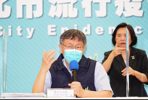 台北市長柯文哲今表示,現台北市疫苗僅剩下兩瓶,只剩可給20人打。柯說,目前中央規劃,27日41萬劑AZ疫苗就可以施打。圖/北市府提供