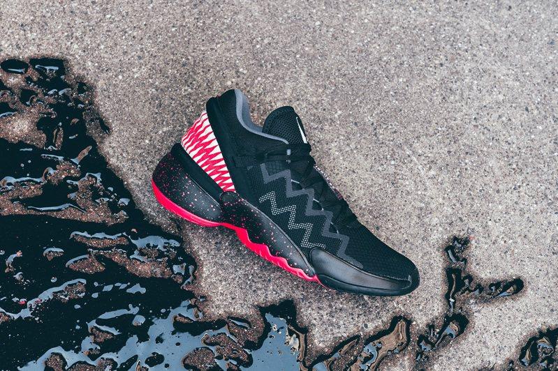 adidas D.O.N. Issue #2「猛毒」籃球鞋3,690元。圖/adidas提供